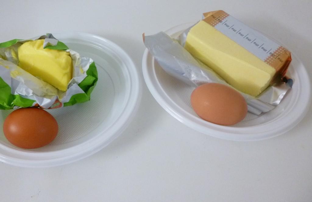 La couleur jaune du beurre de gauche montre qu'il est de meilleure qualité